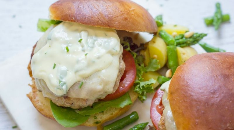 Jalapeño Turkey Burgers with Basil Mayo