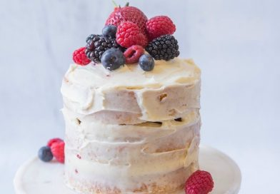 Mini Vanilla Cake with Buttercream and Berries