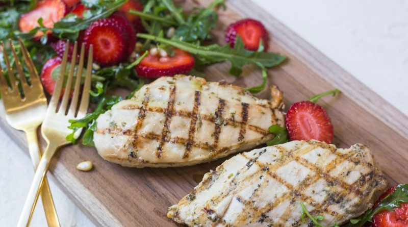 Grilled Chicken with Strawberry and Arugula Salad!